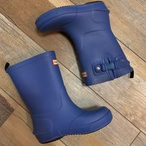 HUNTER boys cobalt blue rainboots with snap siding
